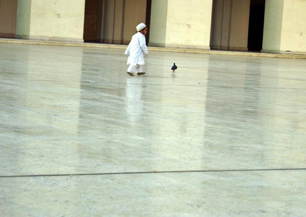 Junge in Moschee in Kairo © Larissa Bender
